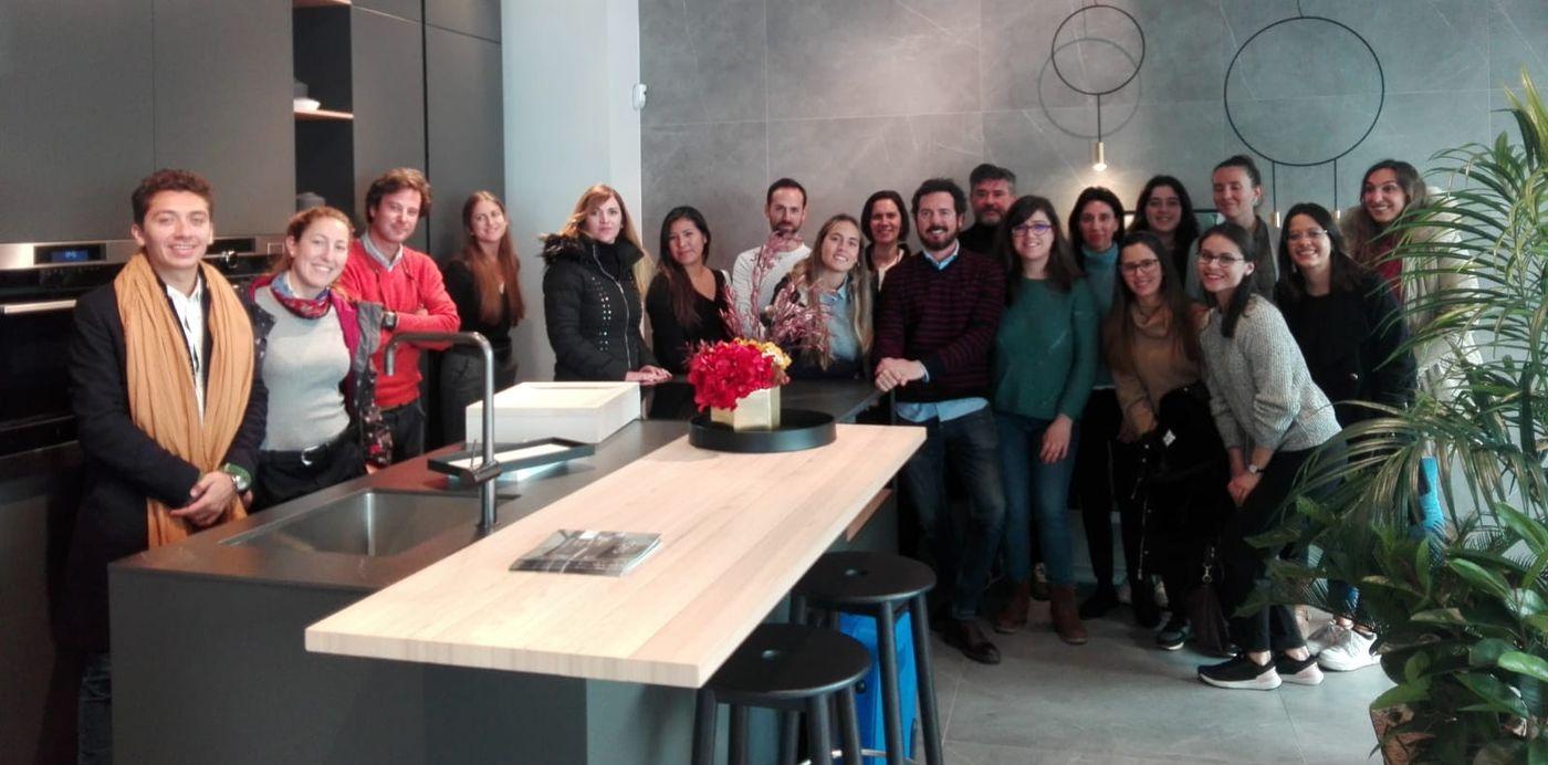 La escuela de diseño Insenia Design School Madrid visita nuestro Showroom