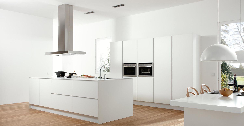 Reforma Cocina Dica modelo Gola 45 Blanco Polar con iluminación led bajo mueble co and co espacios Madrid