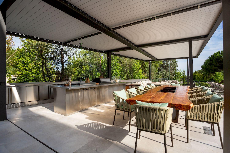 reforma integral de una cocina exterior de acero inoxidable en la moraleja