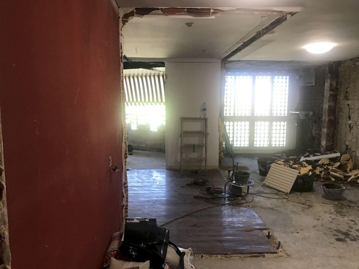 Reforma de una Cocina Dica abierta al salón con isla en L y lavadero en Majadahonda modelo Milano Serie 45 Niebla Seda