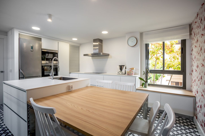 Reforma de una cocina Dica con isla en Arroyo de la Vega Alcobendas La Moraleja de Madrid