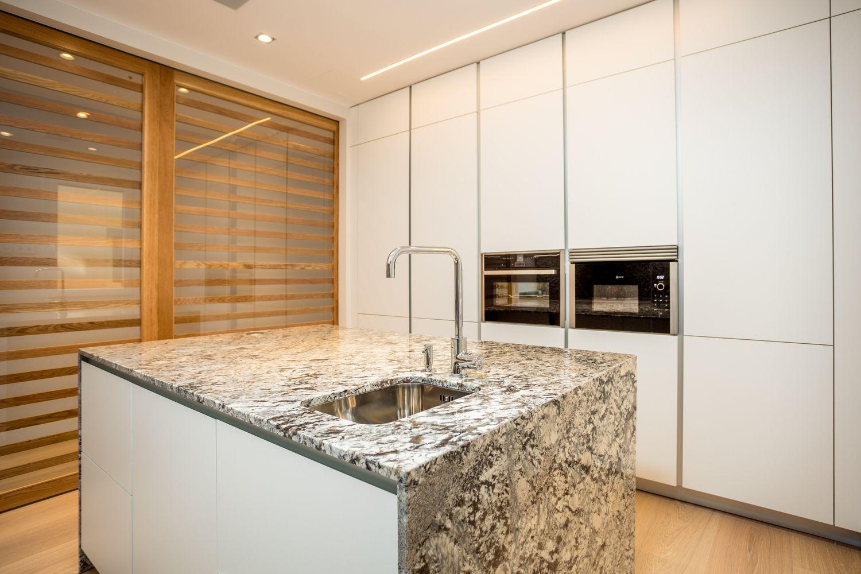 Reforma de una cocina Dica modelo Gola 45º Gris Noche en Encinar de los Reyes