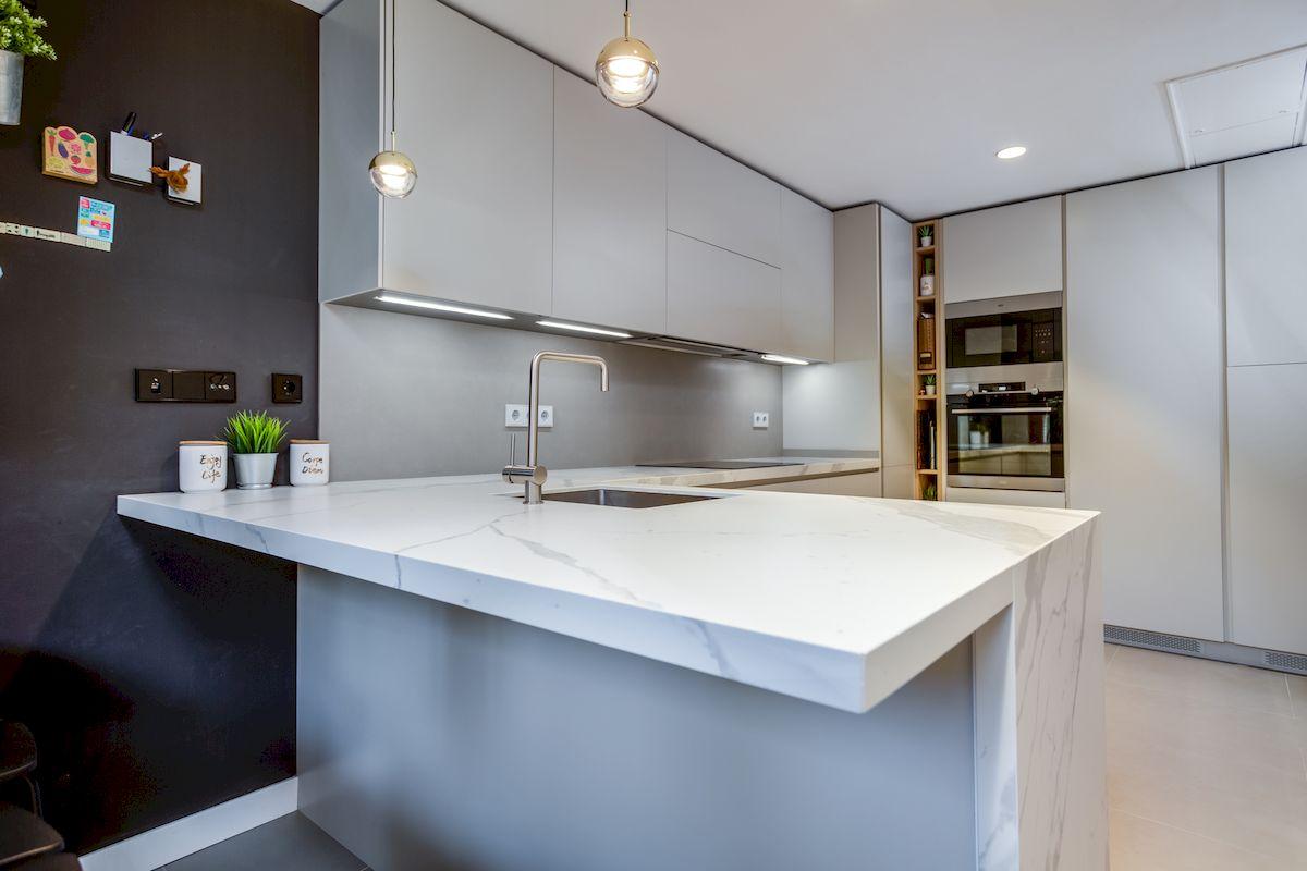 Reforma de una cocina Dica modelo Gola 45º Blanco Polar en Encinar de los Reyes