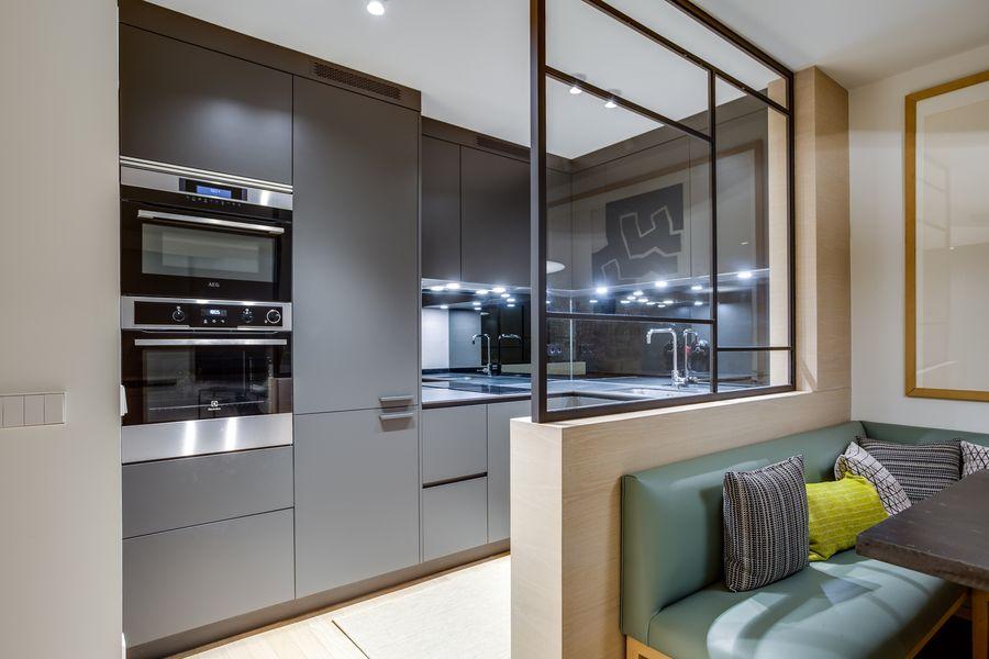 Reforma de una cocina Dica modelo Gola 45º Gris Noche en pequeño apartamento de Lujo en Chamberi Madrid