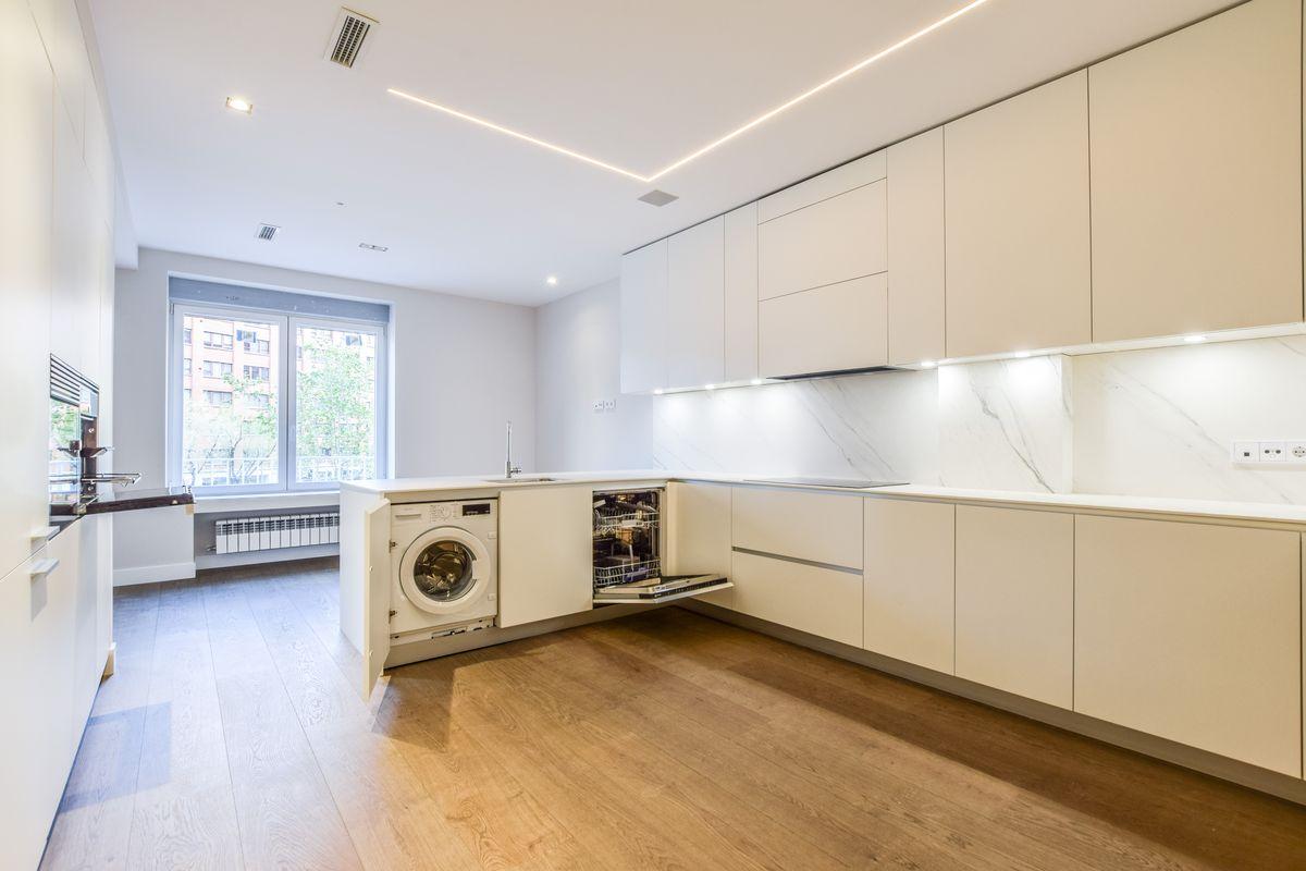 Reforma de una cocina Dica modelo Gola 45º Blanco Polar en Cea Bermúdez
