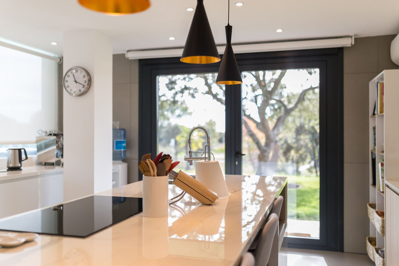 Reforma integral de una cocina en isla con muebles Dica en la ...