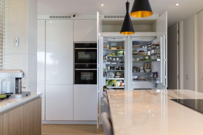 Reforma integral de una cocina en isla con muebles Dica en ...