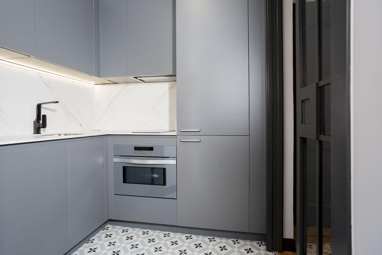 Reforma Cocina Dica con iluminacion led bajo mueble co and co espacios Avda. del Mediterraneo de Madrid