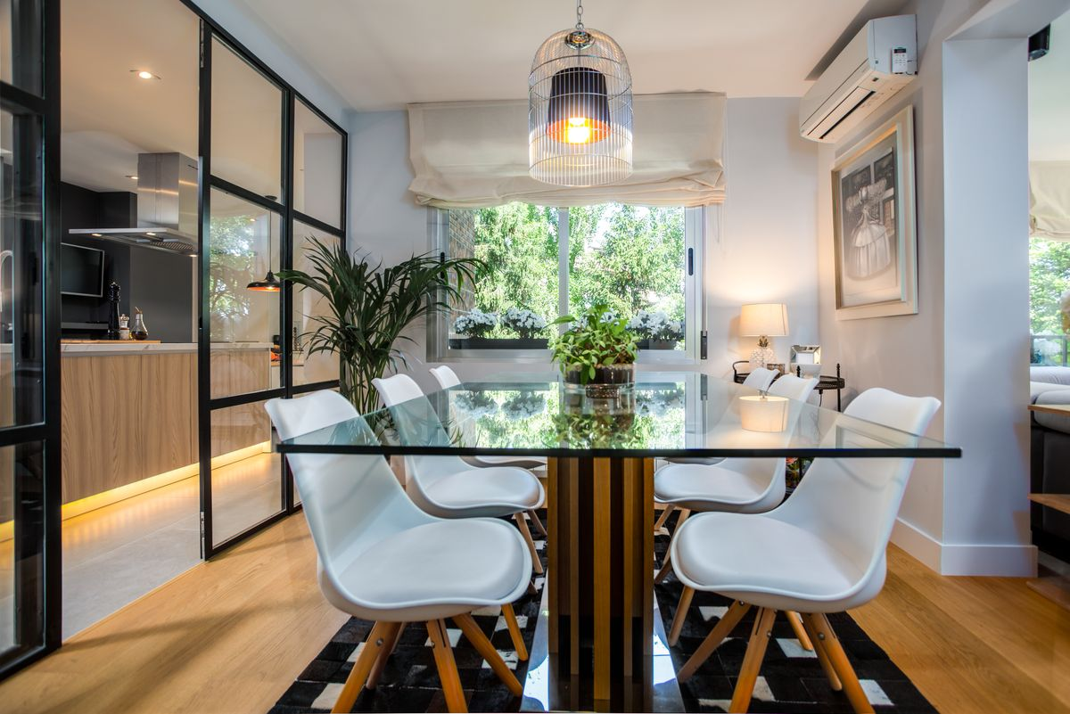 reforma integral de una cocina dica integrada en el salón y tres baños en la moraleja