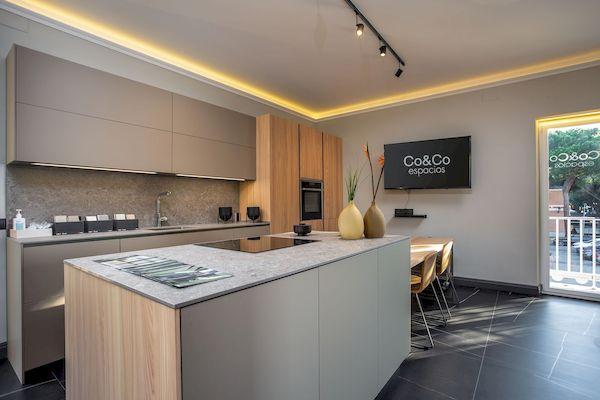 Reforma de una cocina con muebles Dica en plaza moraleja Madrid