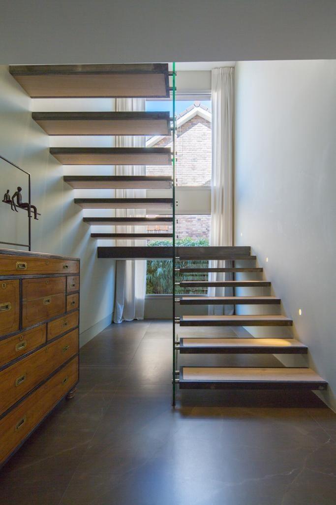 Detalle escaleras subida a planta superior - Moraleja Integral Casa Moraleja