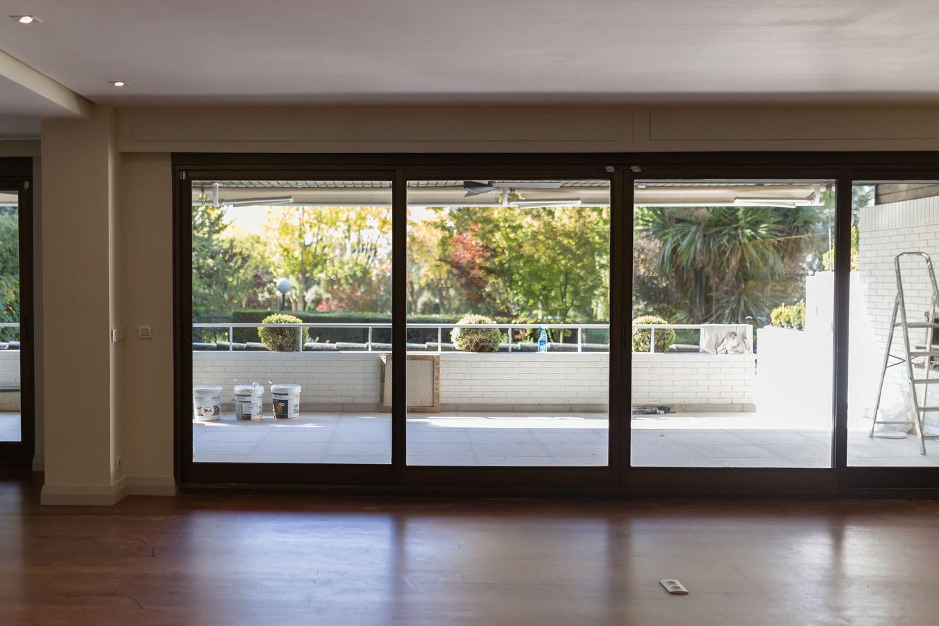 Reforma Integral Casa Soto de la Moraleja - Detalle Ventanal del Salón
